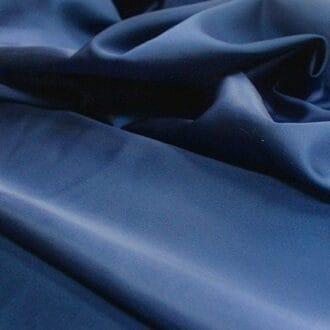 Ткань атлас темно-синяя