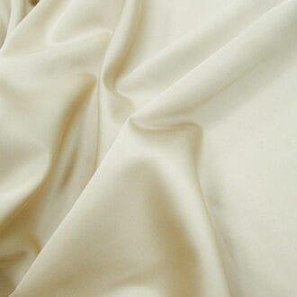 Ткань атлас молочного цвета