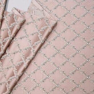 Ткань атлас розового цвета в клеточку