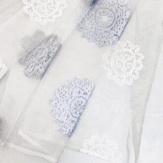 Вуаль белая с крупным серо-голубым рисунком