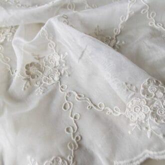Вуаль с Вышивкой Розы Молочный