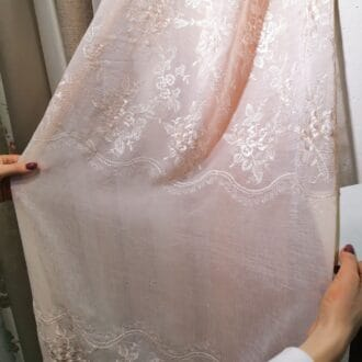 Вуаль с вышивкой бледно-розовая