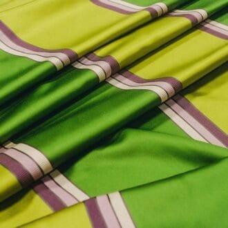 Ткань атлас с зелеными полосами