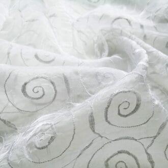 Органза-жатка с белой вышивкой