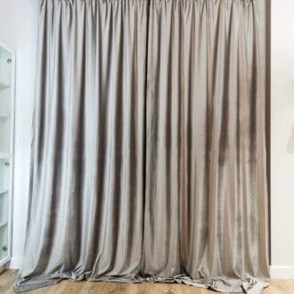 Готовые шторы из бархата серебряного цвета